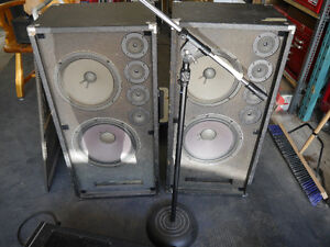 Yamaha EM 150 sound board, 2 speakers, monitor, 2 mics and stnd Kingston Kingston Area image 4