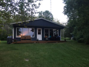 Waterfront cottage on Lee River (Lac du Bonnet)