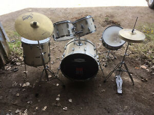 Drum set great for someone starting