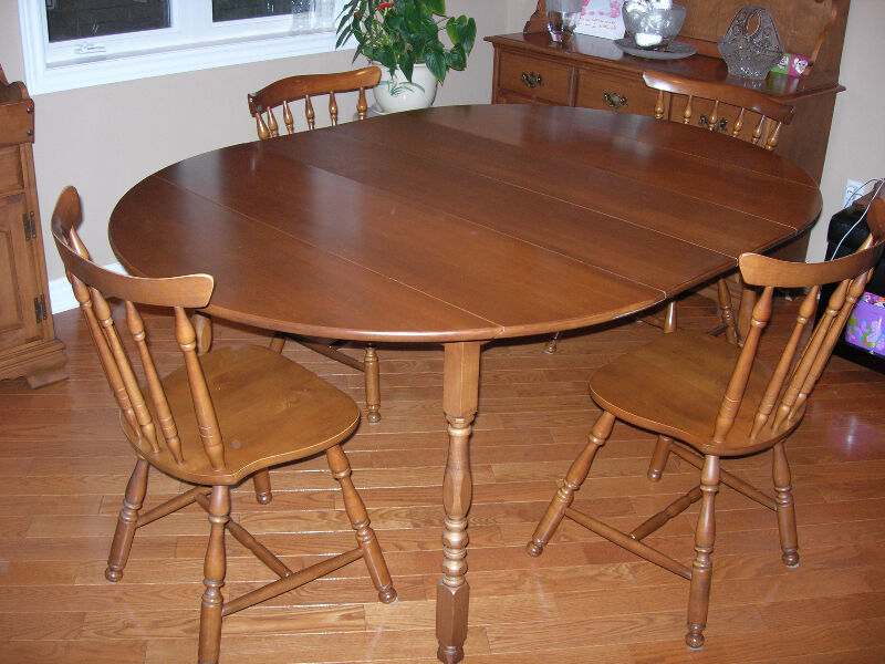 Vilas Dining Table With 4 Chairs And Buffet Hutch