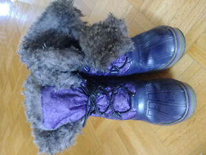 Winter boots girl size 2