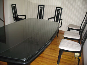 Modern Kitchen Table and Hutch, Chairs Set for Sale $650.00 Belleville Belleville Area image 2