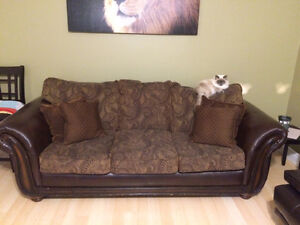 Solid sturdy couch. Can deliver