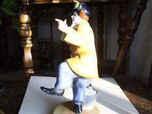 "Royal Doulton Figurine - "" The Clown "" HN2890 Kitchener / Waterloo Kitchener Area image 3"
