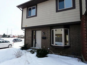 3 Beds 3 Beds 3 baths End Unit Townhome in Tanglewood