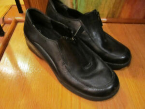 Women's leather shoes Extremes by Naturalizer.