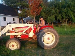 International B414 Tractor with loader