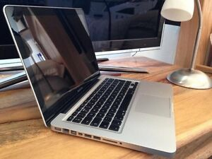 "13"" MacBook Pro  500 gb hard drive fantastic for students"