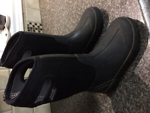 Bogs. Boys size 2 winter boots.