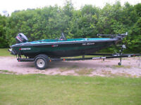 Stratos 217F Fishing Boat