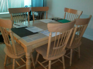 Dining Room Table and Matching Hutch