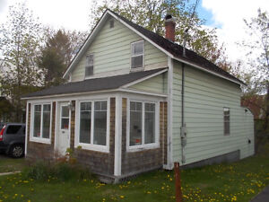 4 Bedroom house / just steps from UNB