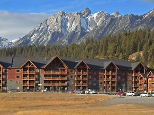 Furnished Canmore condo, mountain views!