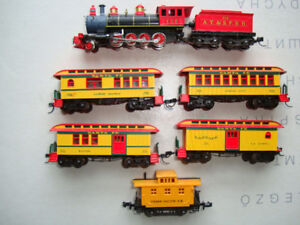 Model Train N scale  2-8-0 Steam&Tender  and Old Timer P/ cars