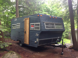 Vintage Travel Trailer 17' Lark