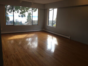 8 Bedrooms Updated View House in West Vancouver