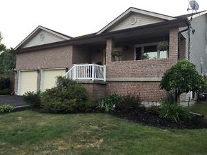 CRESCENT PARK HOME - FORT ERIE - AVAILABLE OCT 1ST