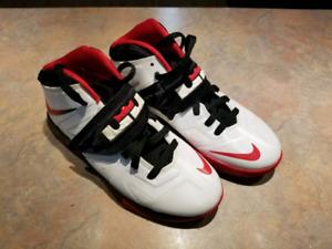 Nike Lebron James (Like New) 5Y - $15