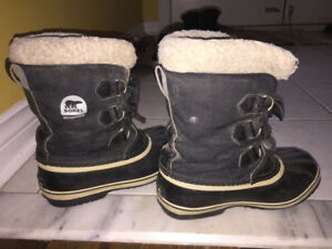 Winter boots size 4kids