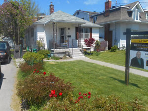 Bungalow - 20 minute walk to Queen's - Income Potential Kingston Kingston Area image 1