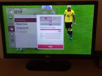 """LG HD LED 32"""" TV with Freeview inc stand. Mint."""
