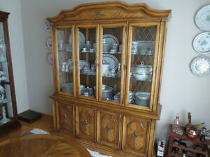 REDUCED....STANLEY All Wood Dining Room Set with Buffet & Hutch West Island Greater Montréal image 4