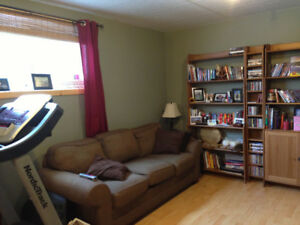 2 bedroom lower level suite 15 min from downtown.