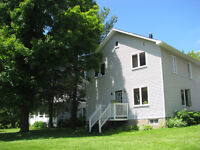 Cozy 4 Bedroom Country Home with views close to Skiing, Nature