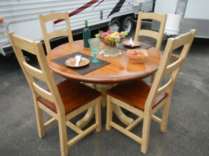 Irish Coast Collection table and chairs
