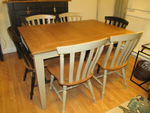 Country Style Dining Table and Chairs Set