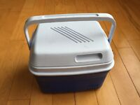 Rubbermaid small cooler - great condition