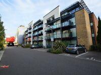 2 bedroom flat in Boardwalk Place, Docklands E14
