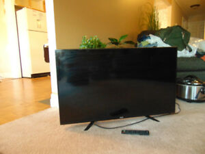 40 INCH  RCA  FLAT  SCREEN  TV WITH REMOTE