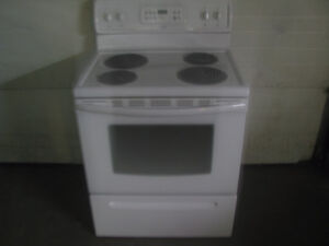 """""""NEWER BEAUMARK WHITE STOVE IN GREAT SHAPE"""""""