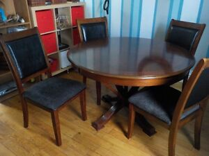 Beautiful Wood Dining Set FOR SALE