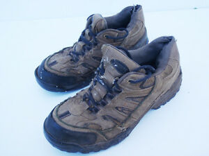 Men's size 8 - 9 work / safety shoes / boots steel toe