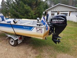 chaloupe de pêche avec moteur mercury 30 hp 2017