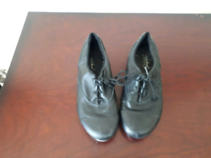 Pair of soft leather jazz tap shoes - Revolution   Size 4 Med