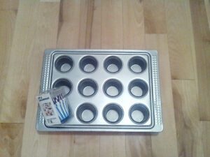 IKEA DROMMAR red metal muffin pan and paper muffin baking cups