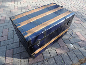 Steamer trunk, Coffee table, Antique trunk, Antique chest. London Ontario image 1