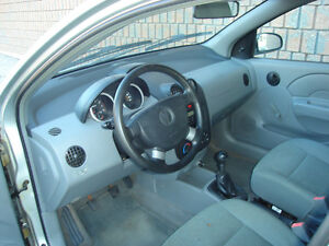 2005 PONTIAC  WAVE 4 DR HATCHBACK....SAFETIED & E-TESTED London Ontario image 3