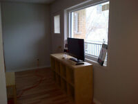 Furnished room in 3 bedroom apartment- near Queens & DT