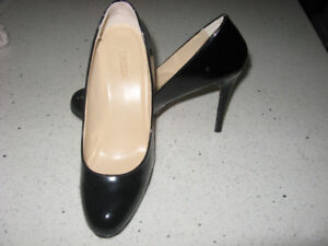 "Expression ""Carina"" Black Patent Heels  Size 7"