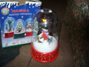 14 INCH ELECTRIC MUSICAL SNOWING SNOW GLOBE