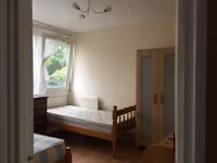 NICE ROOM TO SHARE FOR FEMALE IN FULHAM ....£85 Pw (bills inc)