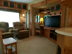 Keystone Montana Fifth wheel on site w. lakeview 37ft 4 tip outs