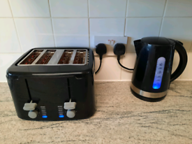 Cookworks kettle and 4 slice toaster.