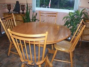 Pedestal Kitchen table and chairs