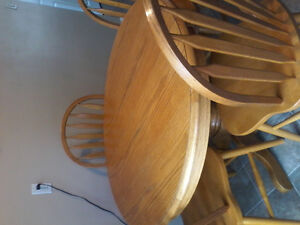 Kitchen table and 6 chairs VERY GOOD CONDITION $350.00 OBO