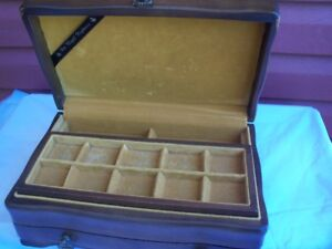2--Beautiful Jewellry Box with pull out doors!